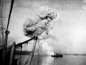 Russian_gunboat_Korietz_blown_up_at_Chemulpo